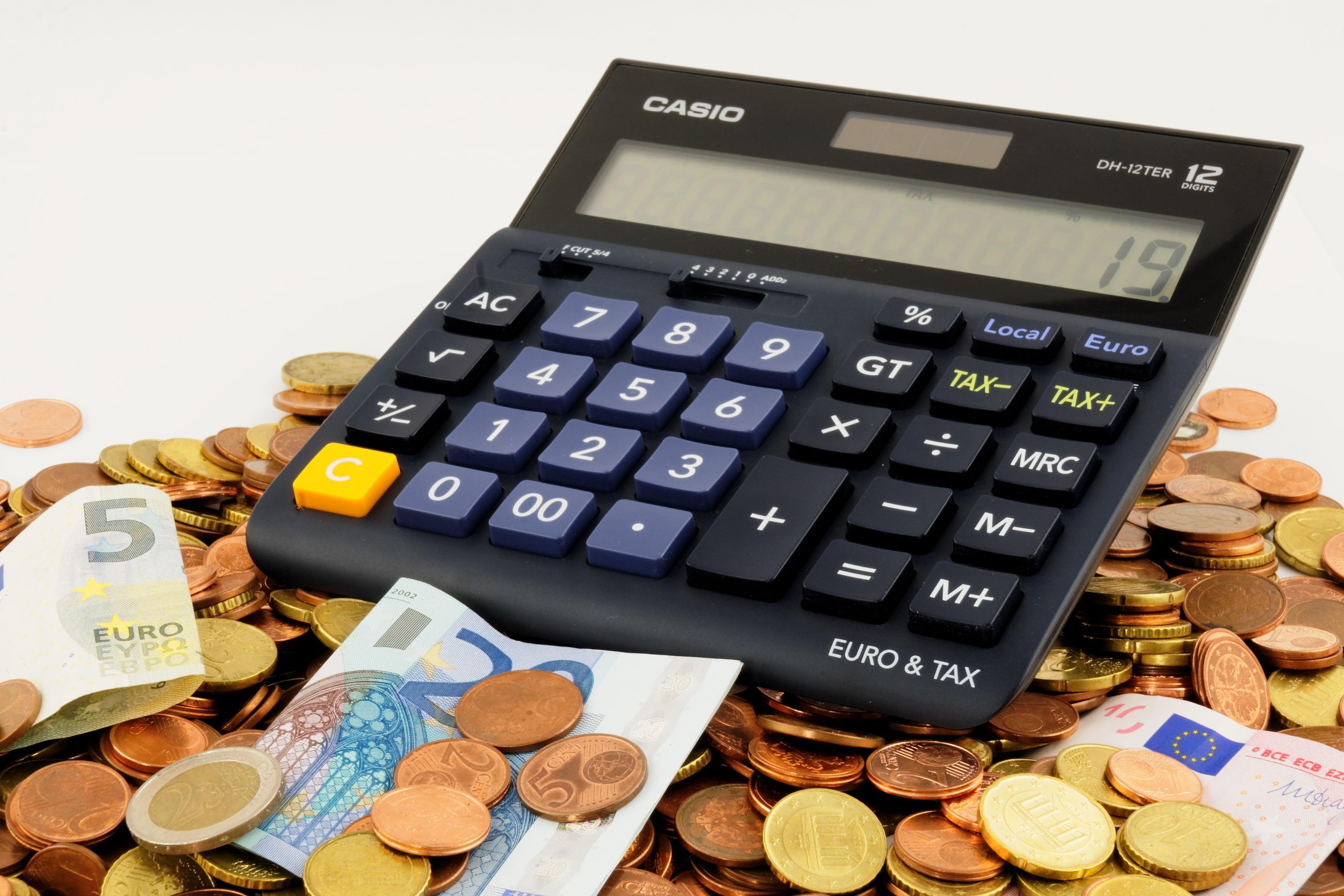 Taschenrechner auf Euro-Münzen